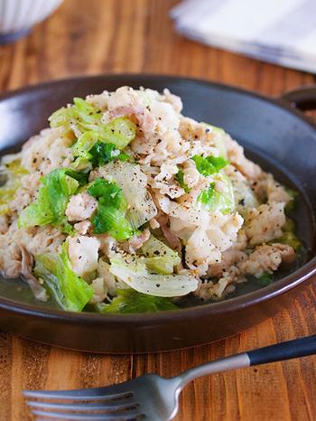 豚バラに下味を付ければ、あとはパパっと炒めるだけで完成。レタスは体の中にこもった熱を逃がしたり、胃の働きを活発にしてくれたりという効果が期待できるので、夏には積極的に摂りたい食材ですね。