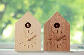 雑貨感覚で置ける、ナチュラルさが可愛い置時計。こちらも鳩が毎時0分と30分を知らせてくれるんです。まるで鳥の巣箱のような置時計を置いていると、目につくだけで癒されそうです*置時計としても、掛時計としても使えます。