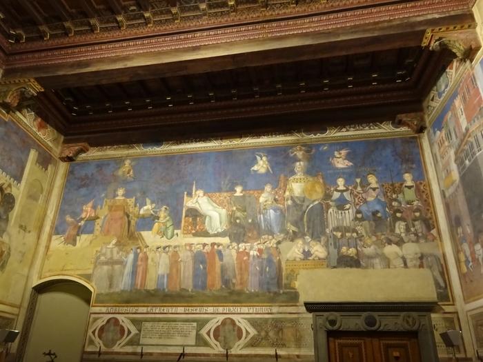 プッブリコ宮殿の2階部分は市立美術館になっています。ここでは珠玉の名画が多数所蔵されているので時間があればぜひ立ち寄ってみましょう。