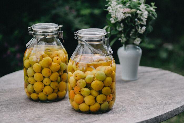 優れた耐久性と脱気機能でサビにくいステンレスを使用した長く使える保存瓶です。梅干しなどの漬物にはもちろん、果実酒、お米やドライフルーツ、豆や乾物、手作りジャムなどさまざまな食品の保存に最適です。