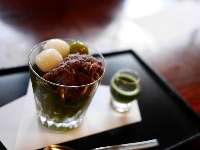 京都には、抹茶など和の食材を使ったスイーツを楽しめるクオリティの高い甘味処がたくさんあります。また、ほっとひと息するのにぴったりな、お茶や珈琲も逸品ぞろい。あなたもぜひ、観光やお散歩の途中に足を運んでみてはいかがでしょうか。