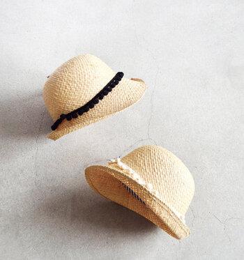 どんな麦わら帽子でも似合うのが、丸顔さん。自分のなりたいイメージに合わせて選びましょう。大人っぽい雰囲気にするならつばが広い大きめのもの、カジュアルやアクティブな雰囲気にするなら、小さめのものがおすすめです。