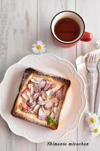 卵液の代わりに、市販のプリンを使う簡単レシピ。スイーツ系のキッシュトーストにおすすめのアイデアです。卵液はやや固まりにくいですが、これなら時短になりそう。