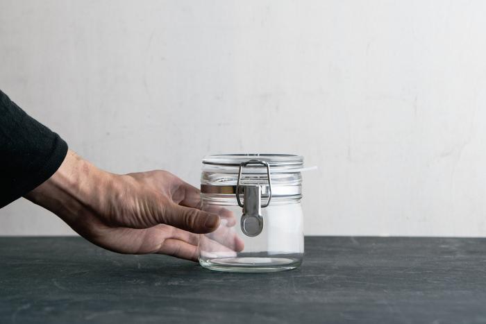 優れた耐久性と脱気機能でサビにくいステンレスを使用した長く使える保存瓶です。小さいサイズは梅干しなどの漬物はもちろん、ドライフルーツや豆、乾物、手作りジャムなどさまざまな食品の保存に最適です。