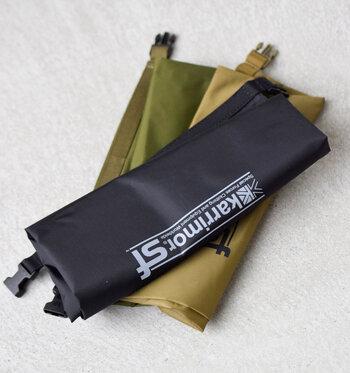 イギリス発のアウトドアブランド、karrimor SFの耐水加工ナイロンドライバッグ10Lは、濡らしたくないものだけでなく、濡れた荷物を収納できる防水バッグ。