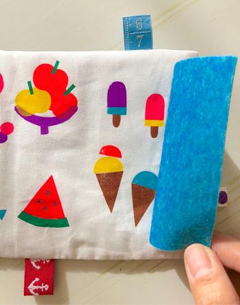 こんな風に、もともとある布の模様をフェルトで隠すシンプルな仕掛けでも、充分ワクワク感が楽しめそうですね。