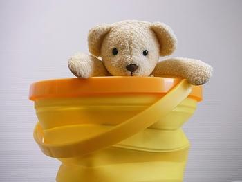 気にしているつもりでも、お茶をこぼしてしまったり、口に入れたりと何かと汚れてしまう赤ちゃんのおもちゃ。布絵本なら、丸洗いできるので安心して長く使うことができます。