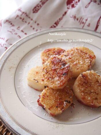 焼いた長芋に梅干しを絡めて作るレシピ。仕上げにパルミジャーノチーズをふりかけることで洋食にもぴったりなメニューになります。こんがり焼いた長芋の香ばしさと梅干しの酸味がマッチ。