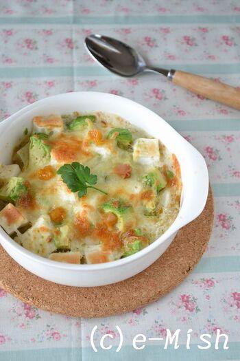 長芋とはんぺん、アボカドを使ったグラタンに梅干しでアクセントをつけた一皿。長芋はすりおろしてとろろにして使うので食べ応えもあります。アボカドの濃厚な味に梅干しの酸味がよく合いそう!