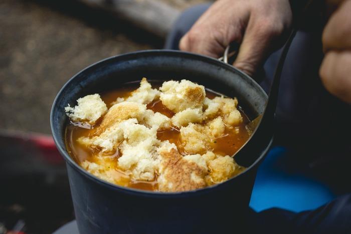 その点乾物は、保冷いらずで軽いため、そんな心配をする必要がありません。乾燥キノコや春雨を利用したスープから、パンやマカロニを使ったボリュームたっぷりのメニューまで、実はバリエーションが幅広いのも魅力です。