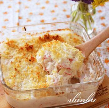 グラタン同様、ホワイトソースを使うクリームコロッケですが、おからを加えて成型せずオーブンで焼くことで、カニクリーム風のスコップコロッケに。パン粉は、米粉製のものを使いましょう。油で揚げないので、カロリーも抑えられるメリットも。