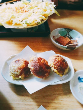 スイーツでは『揚げそば饅頭』が。サクサクの甘さをお試しあれ。