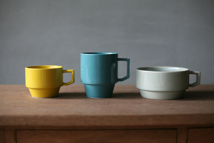 日用食器として生産された波佐見焼。「HASAMI」のマグカップは使いやすさと丈夫さも魅力です。厚みのある器に優し気なカラー、スタッキング可能な点などポイントを押さえています。