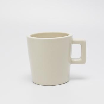 フェアトレードのコンセプトで作られたマグカップです。タイ産のカップはぽってりとした重さと厚みが心地よい。小さめに作られたとっても可愛らしい印象です。