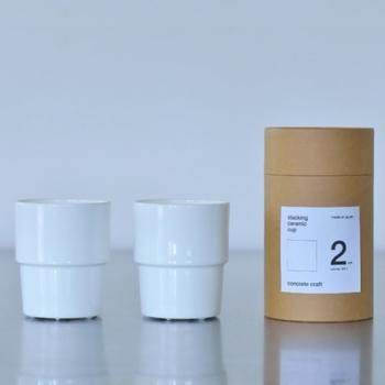 シンプルなボーンチャイナのセットのカップです。スタッキングできて、コンパクトに包装されています。使い勝手を重視する人に向いていそう。