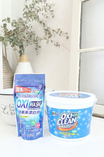 100均の人気商品「オキシウォッシュ」は、幅広い用途に使用できる万能洗剤です。衣類の漂白はもちろんのこと、浴室や玄関掃除など多目的に使えるので、一つあると便利ですよ。