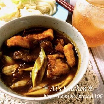 前日のカレーが余ってる時におすすめのアレンジレシピ。スパイシーさと麺つゆの出汁が絶妙にマッチし、素麺とよく絡みます。