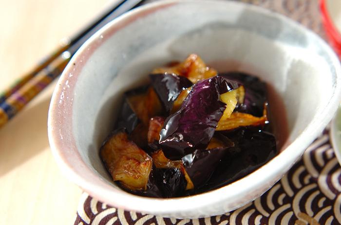 揚げナスをさっぱり食べたいときにおすすめの酢和え。お酢を使った調味液がナスにしみて、ごちそう副菜になります。お酢の栄養が摂れるのもメリット。丼物にしてもいいかも。
