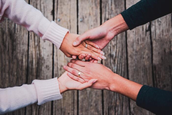 人と人との繋がりは、時には悩みのタネにもなるけれど、楽しさや喜びを生んでくれるものに他なりません。自分も相手も尊重することが「気持ちの良い付き合い」には大事なことです。自分の求める付き合い方と距離感について、今一度考えてみませんか?