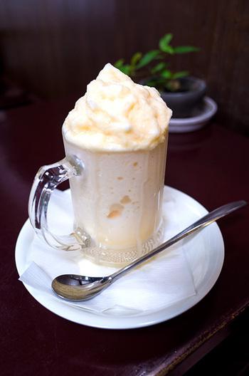 かき氷の他にも、おすすめメニューがたくさん。練乳と卵を使ったミルクセーキは、濃厚な味わいがうれしい。懐かしい甘さに癒されます。