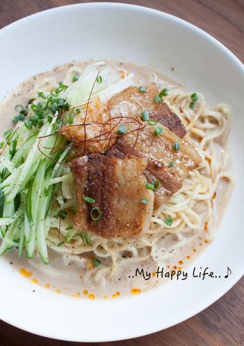 ひんやり冷たい坦々麺は、豆乳ベースのまろやかな味わい。豚バラブロック肉を使うとコクのある美味しさに仕上がります。麺とスープをよく冷やして召し上がれ♪