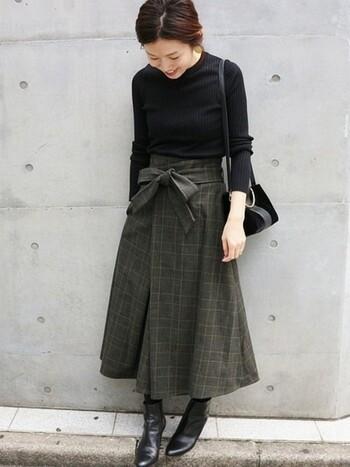 ふんわりしたシルエットが可愛いフレアスカートです。黒を基調としたシックな配色が、大人っぽくて洗練された雰囲気。グレンチェックのスカートは合わせるアイテムによって、様々な雰囲気を作り出せるのも大きな魅力です。
