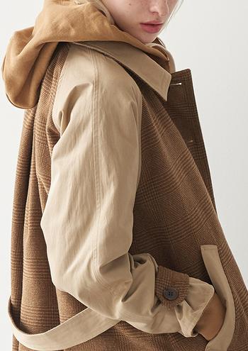 様々なファッションアイテムに用いられている「グレンチェック」は、スコットランドの伝統的なチェック柄のひとつです。千鳥格子や細かいチェックを組み合わせた格子柄のことで、シックで落ち着いた雰囲気が特徴です。