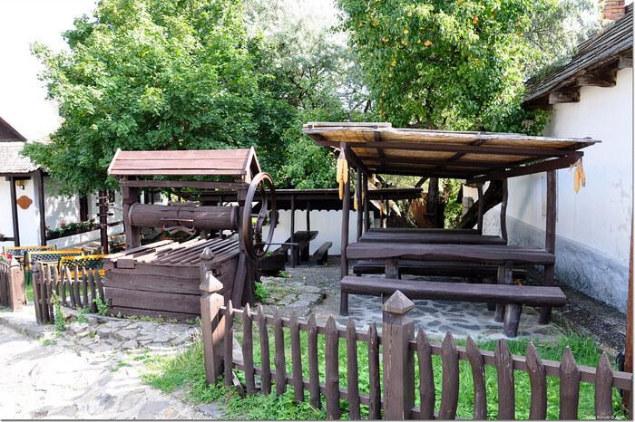 ホッロークーの村の中には2つの井戸が残されています。これらの井戸は、かつてはこの村に住む人々にとって大切な水源としての役割を果たしていました。