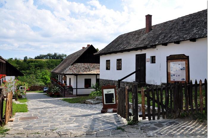 ハンガリーで最も美しい村を訪れませんか?山間部に佇む世界遺産・ホッロークーの見どころ