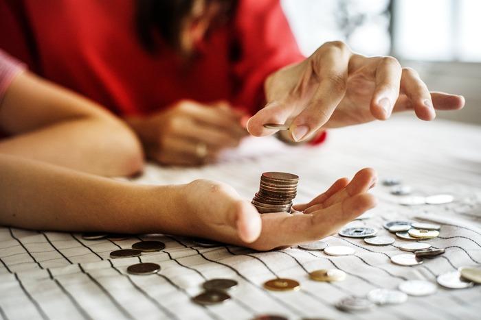 1日の終わりに、お財布に残った小銭を確認して365日貯金へ・・・というルーティーンにするとよさそうですね。ゆとりのある日は2日分貯金!というルールもOKにすれば、ゴールはより近くなるはず*  今から貯めれば、1年後の夏休みには、旅行がワンランクアップできるかもしれませんね*