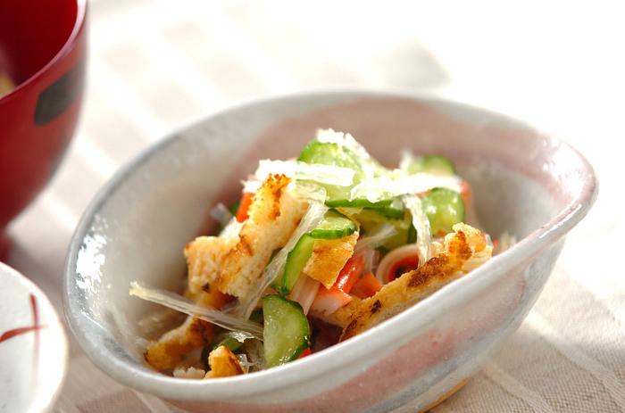 糸寒天を使った清涼感たっぷりのサラダ。少し夏バテ気味かなと感じたときにもさっぱりと食べられそうです。