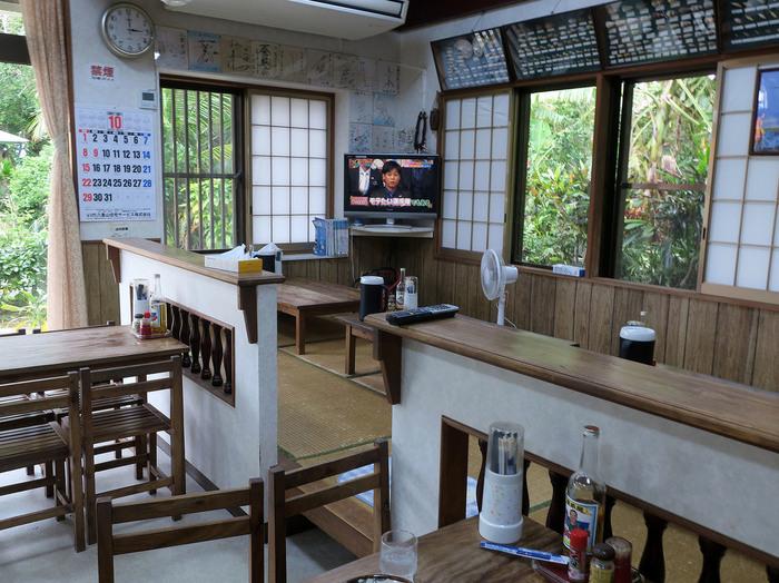島民にも人気がある食堂は、<八重山そば><チャンプルー>などの石垣島の定番料理も揃っており、座敷でゆっくり寛ぐこともできます。川平湾を訪れたら、ぜひ地元の味を堪能してみてください。