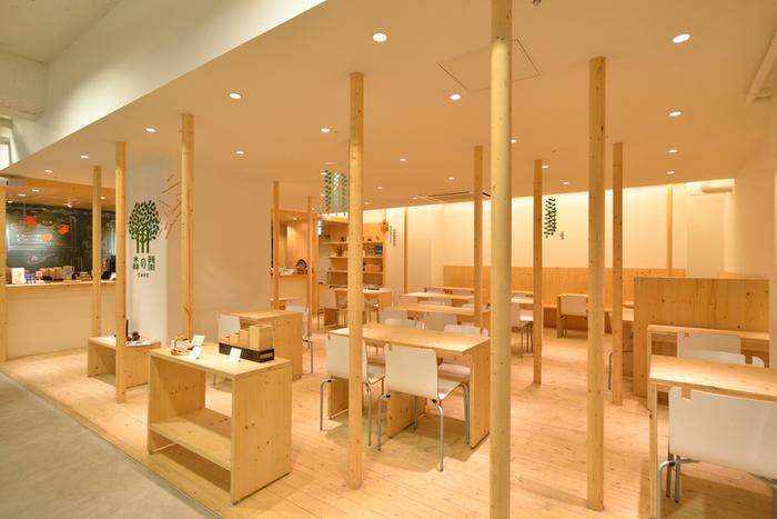 大通のイケウチゲート内にあるこちらのカフェは、素朴な木のあたたかみが感じられるカフェです。人気のメニューはダッチベイビーパンケーキ。ショッピングの合間のコーヒーブレイクにもおすすめです。