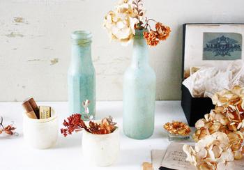 同じく、透明のガラス瓶に、くもりガラススプレーを吹き付けて作る、アンティーク風スモークガラス。スモークタイプのガラスも味わいがあります。