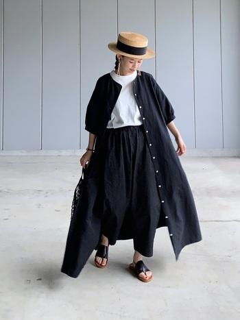 ナチュラルなお洋服にキラッと輝く大ぶりピアスやネックレスをプラスして、存在感を出してあげて。キラッと輝くアクセサリーが優しいナチュラルコーデに大人っぽさを足してくれます。