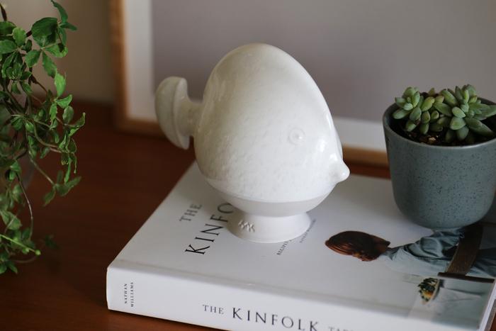 インテリアとして目を引く陶器のオブジェ…と思いきや、実は貯金箱なんです。