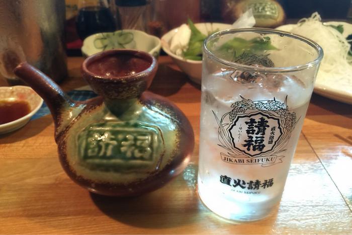 石垣島の泡盛「八重泉」「請福」をはじめ沖縄の泡盛が10種類以上揃っているので、おいしい海鮮と合わせて楽しみたいですね。