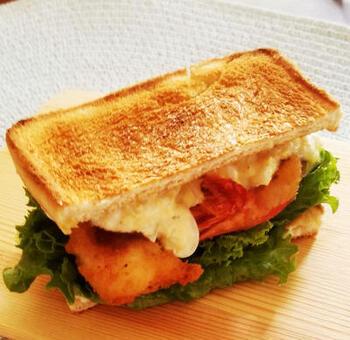 名古屋ではエビフライが美味しいお店も多く、発展形としてエビフライを入れたサンドイッチを提供する喫茶店があります。お家で作るときには、エビフライは冷凍の物でもOK!
