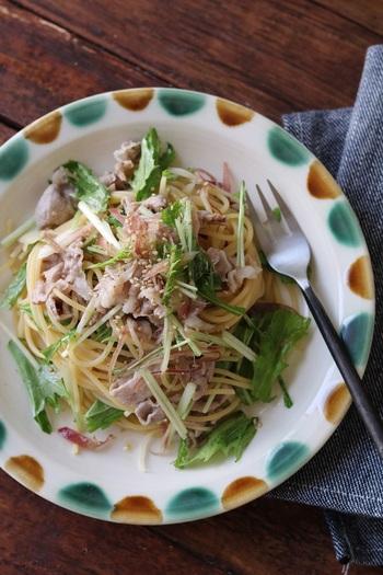 食材は水菜と冷しゃぶというシンプルなパスタですが、冷しゃぶのボリューム感で食べ応えもありますし、水菜のみずみずしさが涼しげですね。お好みでミョウガを入れるのもおすすめ。