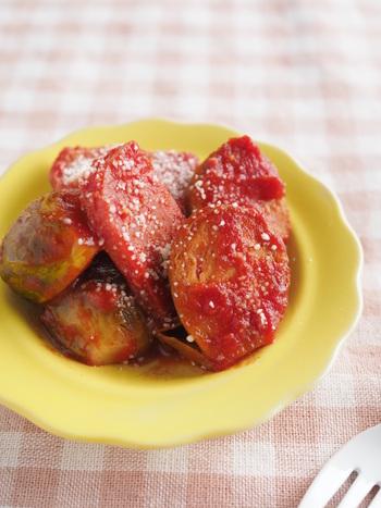 芽キャベツとポークランチョンミートをトマトジュースを使った濃厚なトマトソースで煮込んだ、お弁当のおかずにピッタリの煮物。お弁当に使う場合はよく煮詰めること。手早く作れるうえに、冷蔵庫で4日ほど保存が可能なのも◎。