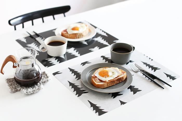 大人気の「Fine Little Day(ファイン リトル デイ)」のテーブルマット。その日の気分に合わせて、テーブルコーディネートも変えたいもの。汚れてもサッと拭き取れて、ずっと長く使うことの出来るヒット商品です。お食事がより美味しくなる、リラックスできるデザインです。