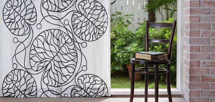 大判デザインのテキスタイルは、リビングなどの大きな窓のカーテンにおすすめ。毎日一番目に付く場所だからこそ、特にお気に入りのテキスタイルを取り入れましょう。見ているだけで毎日幸せな気持ちになりますよ。