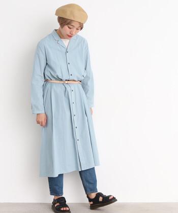 シャツワンピにベルトを合わせて、上品で女性らしく着こなしてみてはいかがでしょうか。女性らしいシルエットを演出してくれ、いつものコーデがアップデートされること間違いなし。