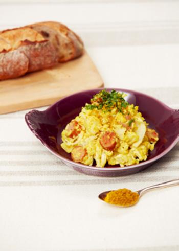 カレー粉をプラスすれば、スパイシーな味と風味で食欲をそそるポテトサラダになります。カレー粉消費レシピとしても優秀ですね。