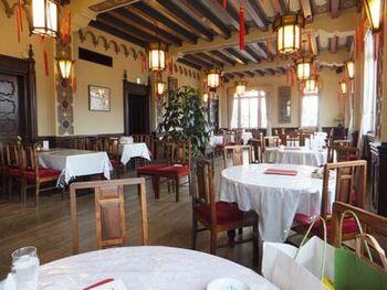 外観では分かりづらいですが、実は、北京ダックなどをいただける北京料理店なんですよ。