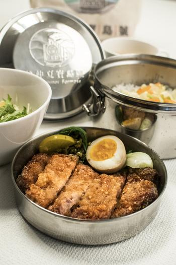 こちらのお弁当は金曜日限定のランチメニュー。台湾鉄道の弁当を再現した「台湾鉄道排骨弁当」です。台湾に旅行したような気分になれる珍しいメニュー、食べ応えもバッチリです。