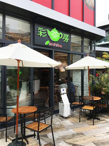 happylemonの姉妹店・彩茶房はチーズティーだけでなく、タピオカドリンクや、フード、デザートも楽しめる、台湾カフェです。都内には、原宿と吉祥寺にそれぞれ1店舗ずつあります。写真は原宿店。