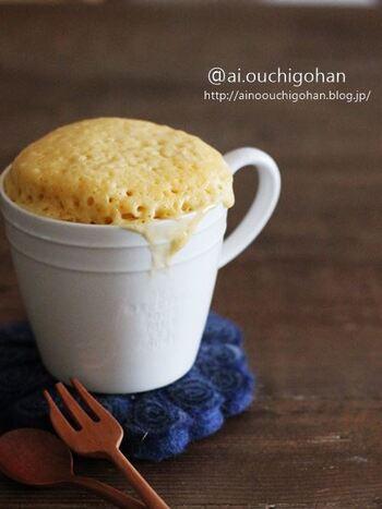 ホットケーキミックスはミックス粉にベーキングパウダーが含まれているので、ベーキングパウダーの用意が要りません。卵、サラダ油、砂糖など、お家にある材料で簡単に作ることができますよ。