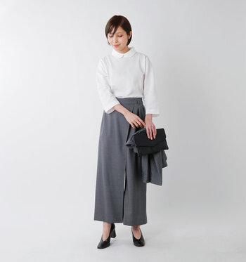 スーツ系のオフィススタイルと言えば、黒・白・グレー・紺といったモノトーンスタイルが基本。ですが、「オフィスカジュアル」となると、色に規定がなかったり、形に遊び心を入っていたり、アクセサリーが付いていてもOKなことが多いんです。(※会社の規則はしっかり確認しましょう!)  肩肘張らないラフさを楽しむ、でもきちんと背筋が伸びたスタイルであることが、オフィスカジュアルの基本です。