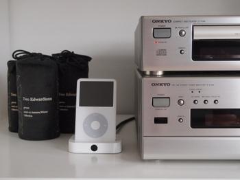 最近は、スマートフォンや携帯プレーヤーなどに音楽を入れて持ち歩く人が増えました。お気に入りの音楽はお部屋で上質な音響機器を使って聞くと、イヤホンで聞くのとは違った音色を楽しめます。